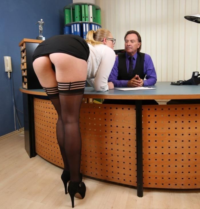 BumsBuero/PornDoePremium: Scarlett Scot - Kinky blonde German secretary gets fucked at the office by her horny boss  [HD 720p]  (Milf)