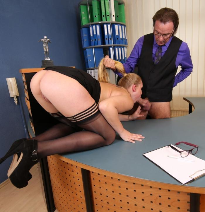 BumsBuero/PornDoePremium: Scarlett Scot - Kinky blonde German secretary gets fucked at the office by her horny boss  [SD 480p]  (Milf)