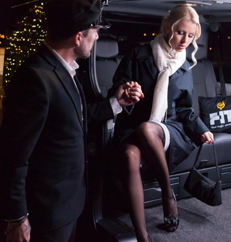 FuckedInTraffic/PornDoePremium - Lynna Nilsson [Swedish babe Lynna Nilsson fucks in the backseat of the car on Christmas] (HD 480p)