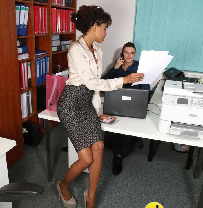 Luna Corazon - Ebony office babe hot for coworker  [FullHD 1080p]