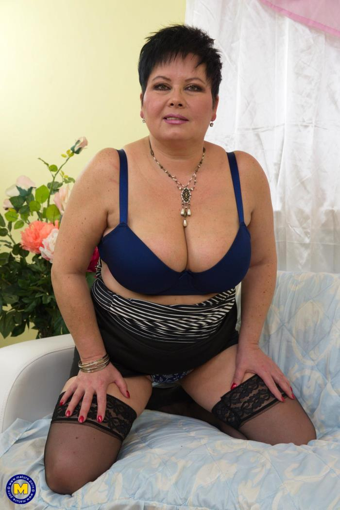 Mature.nl: Moira V. (49) - Big breasted BBW playing with herself (2017/FullHD)