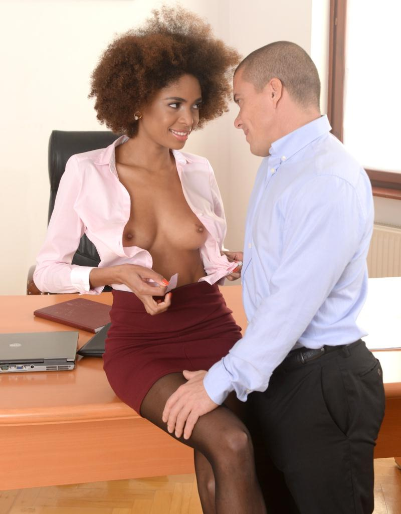 PixandVideo/21Sextury: Luna Corazon - Interracial Office Orgasm  [HD 720p] (777 MiB)