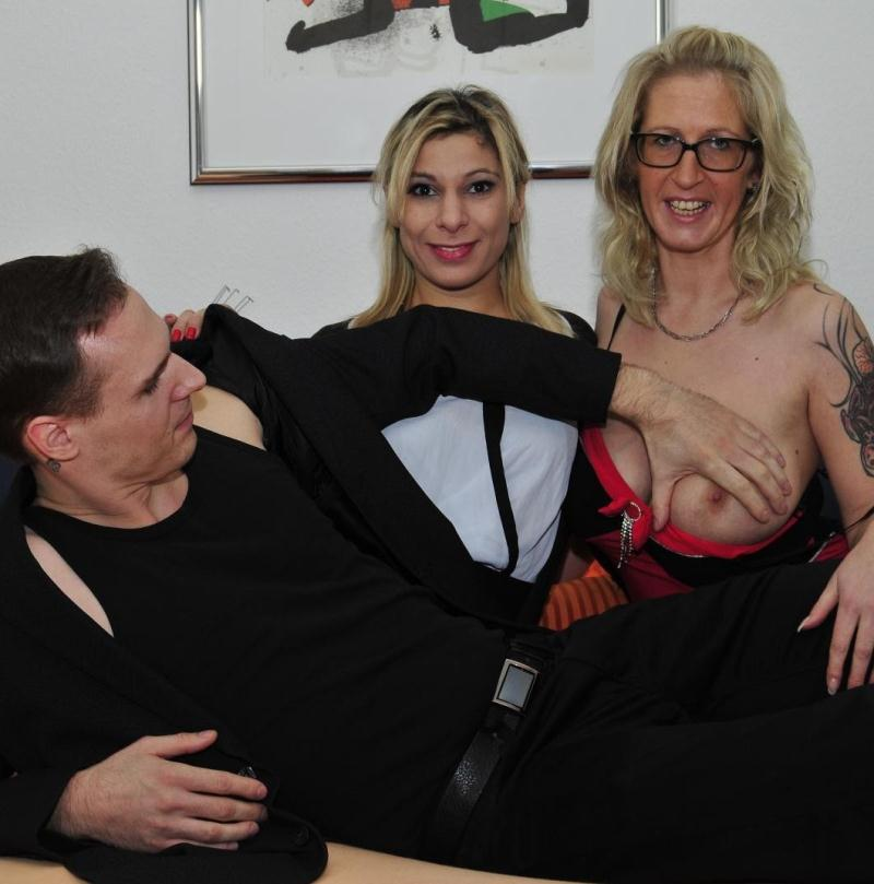 ReifeSwinger/PornDoePremium - Jana L. Elif O [A FFM threesome with blonde German slut in her 40s going for swinger sex] (HD 720p)