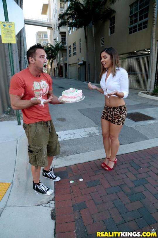 8thStreetLatinas: Mariah - Cake Mess (SD/432p/316 MB) 14.01.2017