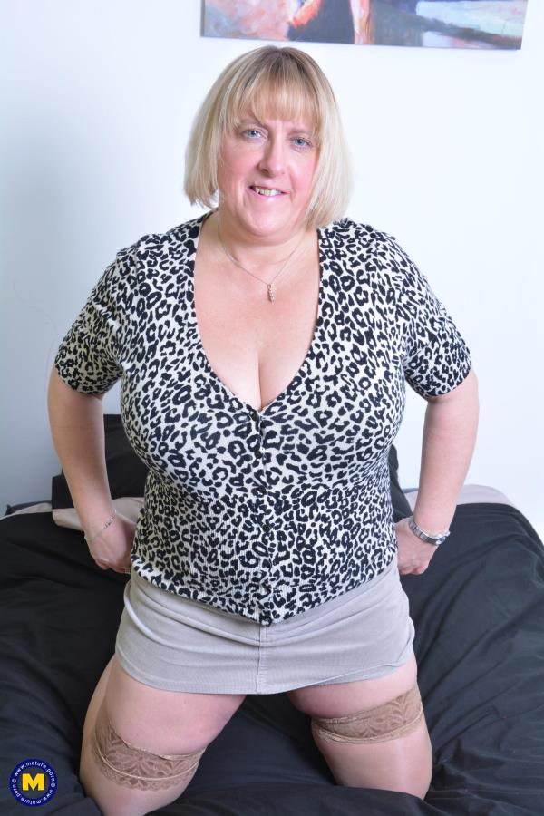 Mature.nl: Marie (EU) (48) - British big breasted BBW fingering herself (2017/FullHD)