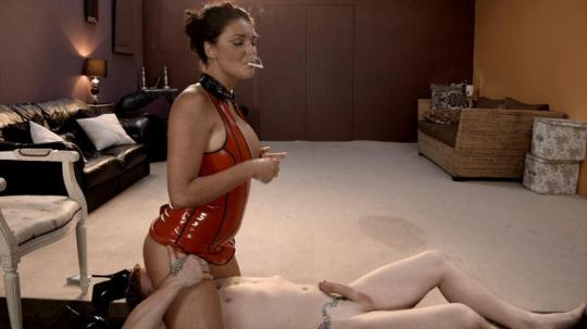 Mistress Emma Leigh dominates her slave in latex (FullHD/1080p/528 MB) 11.01.2017