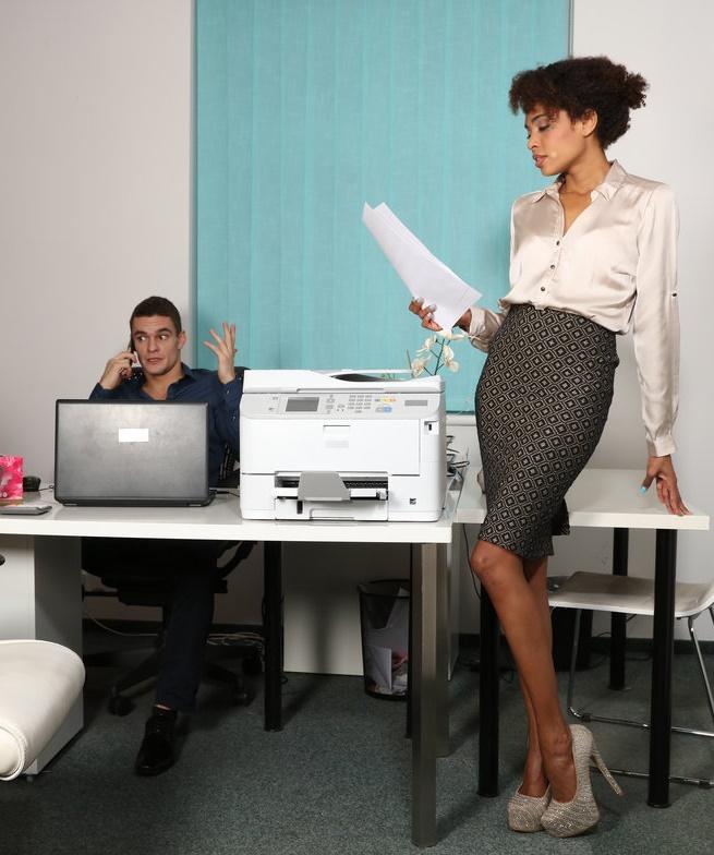 DaneJones/SexyHub - Luna Corazon - Ebony office babe hot for coworker [SD 480p]