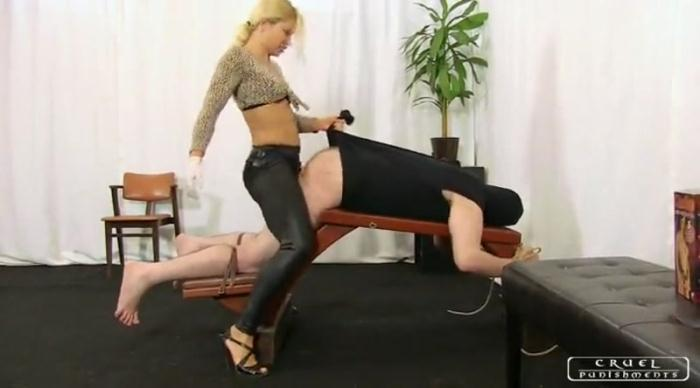 Cruelmistresses.com / Cruelpunishments.com - Lady Zita Punished Ass [SD, 400p]