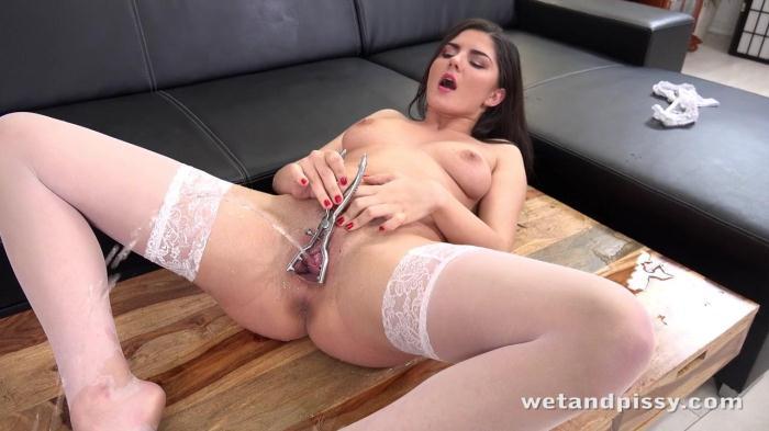 Sexy Francesca (WetAndPissy) SD 480p