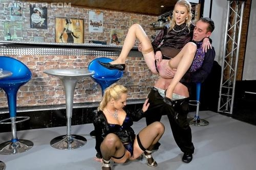 Sharka Blue, Kate - Blondie Piss Bar [HD, 720p] [FullyClothedPissing.com / PissinginAction.com / Tainster.com]