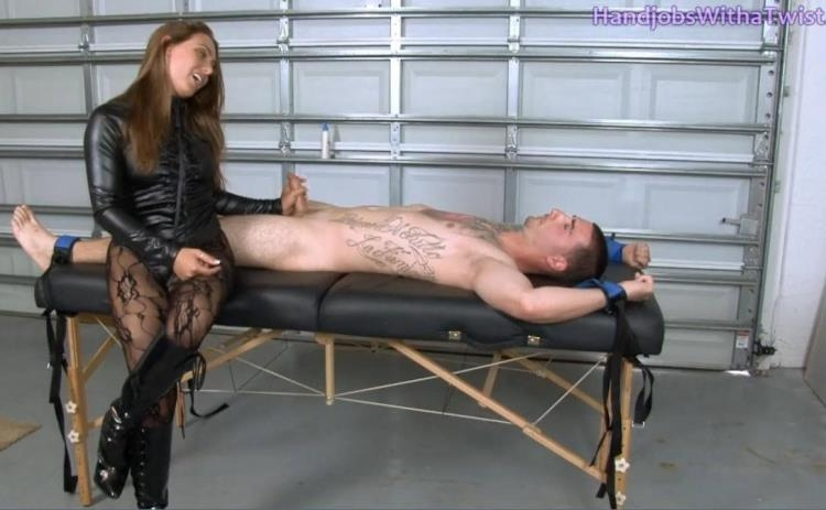 Mistress Renna Rewards & Then Tortures Her Slave / 15 Feb 2017 [Clips4sale, Handjobswithatwist / HD]