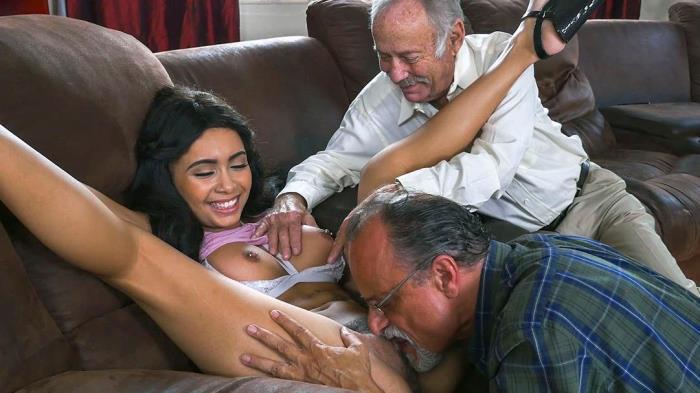 [BluePillMen.com] Aaliyah Hadid - The Guys Land a Porn Star (FullHD/1080p/3.26 GB/2017)