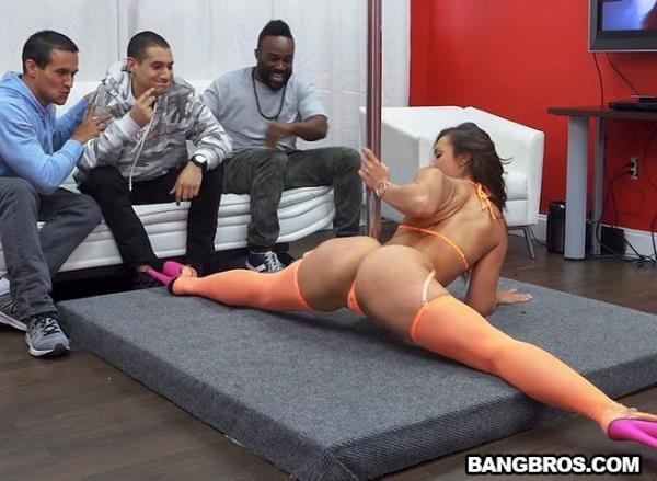 Kelsi Monroe and Her Big Ass Please A Fan - AssParade.com / BangBros.com (SD, 480p)