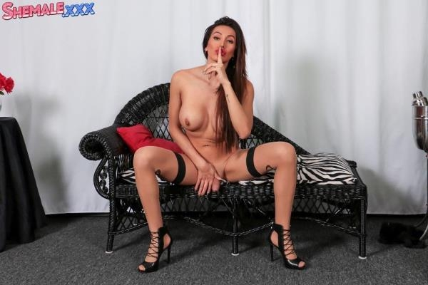 Diana Love - Diana Love Sharing Her Goodies! [Shemale.xxx] [FullHD] [851 MB]