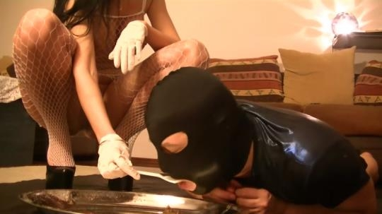 Scat Porn: Silicone Godess exposing her huge tits while feeding toilet (FullHD/1080p/702 MB) 22.02.2017