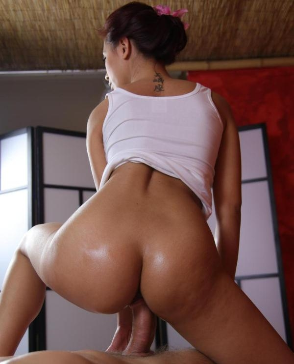 Paula Shy - Deep sensual orgasm for Asian babe (MassageRooms) [HD 720p]
