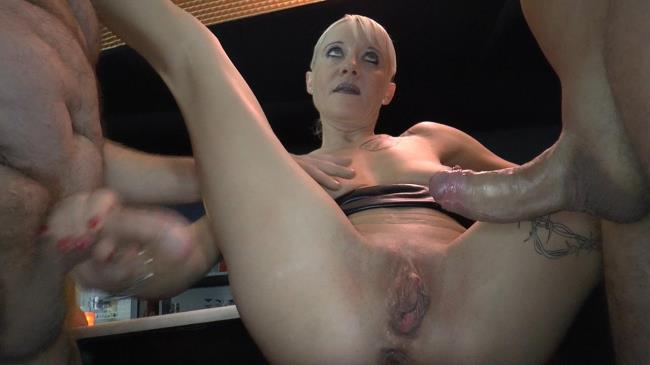 Klaras anal and creampie Barfuck - Klara - Sperma-Studio.com