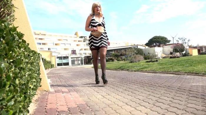 JacquieEtMichelTV - Olivia  - Premieres doubles dans un Captaboo!  [SD 480p]