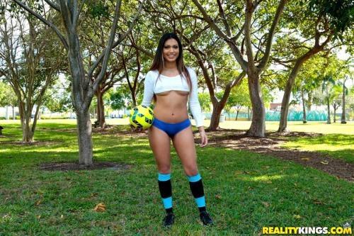 8thStreetLatinas.com / RealityKings.com [Cindy - Soccer Sucker] SD, 432p