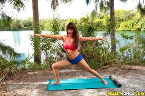 MilfHunter.com / RealityKings.com [Tiffany Rain - Touchy Feely Milf] SD, 432p