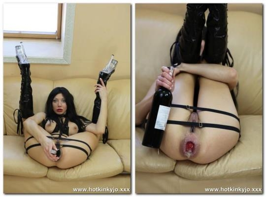 Hotkinkyjo.xxx: In the boots. Fucking ass with wine bottle (FullHD/1080p/490 MB) 10.02.2017