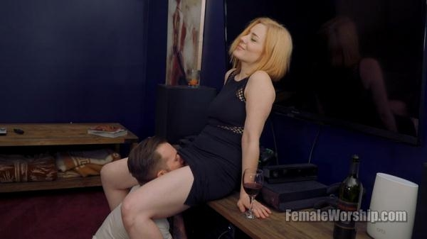 FemaleWorship - I Need A Refill [FullHD, 1080p]