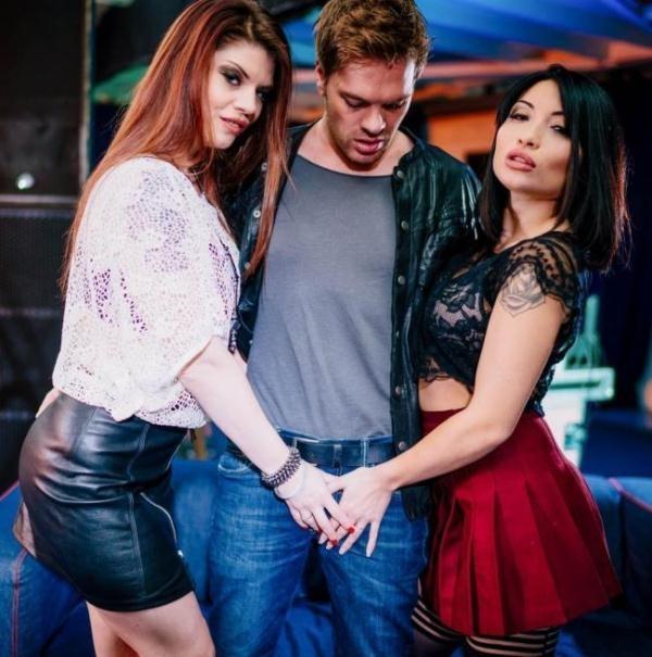 Lucia Love, Rina Ellis - Lucia Love Takes a Pussy Cumshot During Trio With Rina Ellis (Private) [HD 720p]