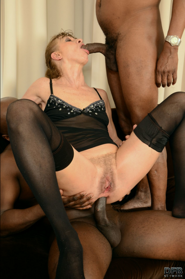 DFBNetwork: Lilla - Granny in hot interracial threesome (FullHD/2017)