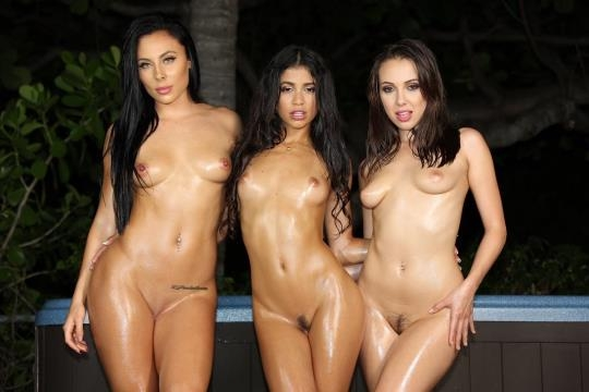 VeronicaRodriguez: Veronica Rodriguez, Gianna Nicole, Jenna Sativa - Hot Tub Girls (FullHD/1080p/1.04 GB) 16.02.2017