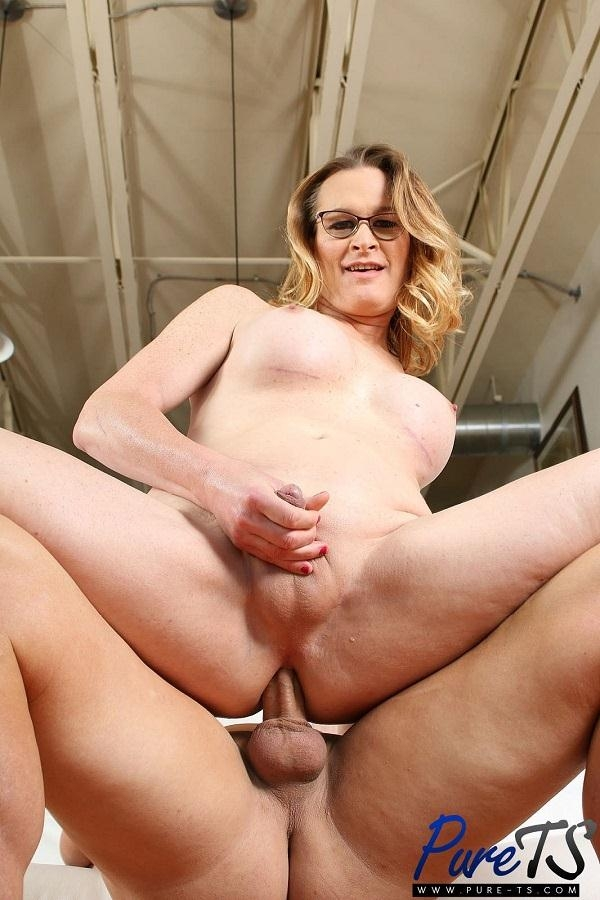 Pure-Ts - Miss Marcy - Busty MILF Marcy fucks a lucky guy [HD / 720p / Shemale]