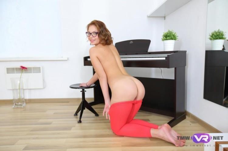 Carolin - A hot fairy masturbates during a piano lesson / 31.01.2017 [TmwVRnet / FullHD]