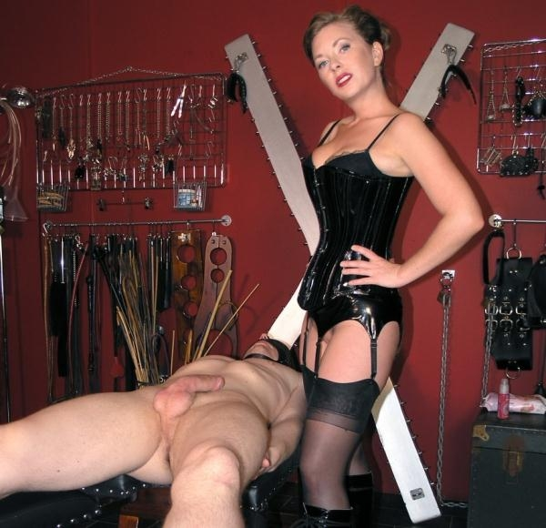 Mistress T - Handjob Confession (English Mansion) [HD 720p]