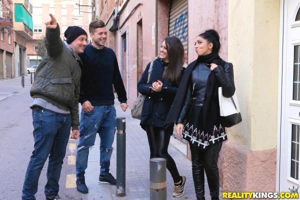 EuroSexParties.com / RealityKings.com - Carolina Abril, Julia De Lucia - In For A Treat [SD, 432p]