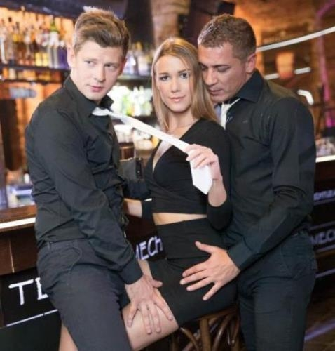 Alexis Crystal - And Two Hung Waiters Have a DP Trio in a Bar (27.03.2017/Private.com/FullHD/1080p)