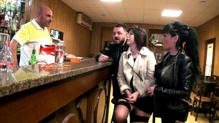 Perle, gang-bang dans un bar a Marseille! [FullHD/1080p/1.72 GB]