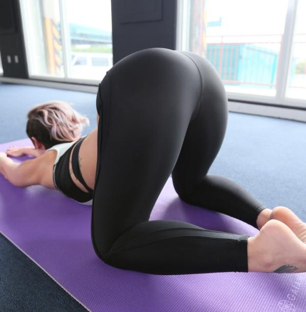Jada Stevens - Jada Stevens does yoga for Ass Parade  [HD 720p]