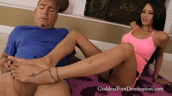 Raven Bay - Nanny\'s Yoga Training (Goddessfootdomination) FullHD 1080p