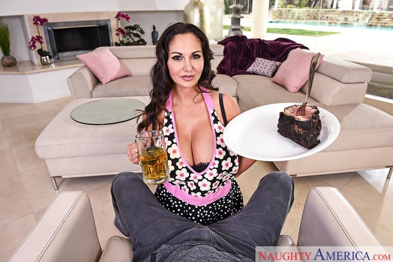 (Brunette / MP4) Ava Addams - Woman with Big Boobs Housewife1on1.com / NaughtyAmerica.com - SD 360p