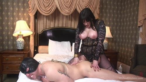 DivineBitches.com / Kink.com [Maitresse Madeline Marlowe, Reed Jameson - The Queen\'s Slave Training] HD, 720p