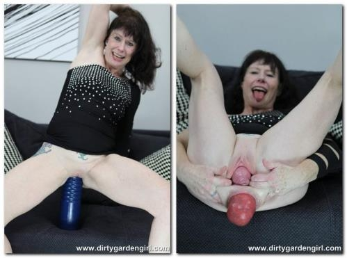 Gigantic blue toy fuck [HD, 720p] [DirtyGardenGirl.com]