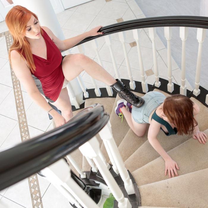 Alice Merchesi, Lauren Phillips- Extra Tall Babe Vs Extra Small Spinner  [HD 720p] ExxxtraSmall