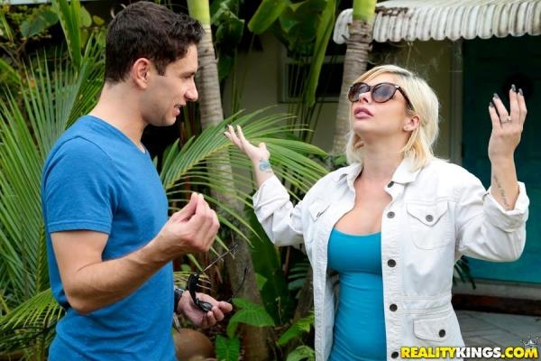 Sara St Clair - Something About Sara [MilfHunter.com / RealityKings.com] (SD, 432p)
