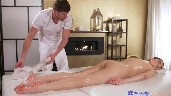 MassageRooms - Francesca Dicaprio - Squirting orgasms for hot brunette [FullHD, 1080p]