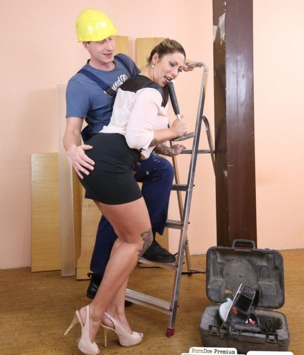 Mia Blow - Tattooed German secretary Mia Blow fucks handyman at the office (BumsBuero) [HD 720p]