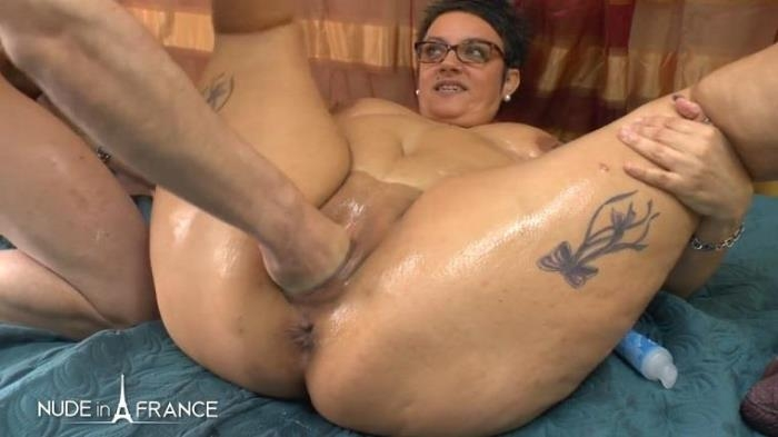 Kelly - BBW mature heating up by masturbating and spreading massage oil before getting her ass fisted plugged and creamed (Nudeinfrance) HD 720p