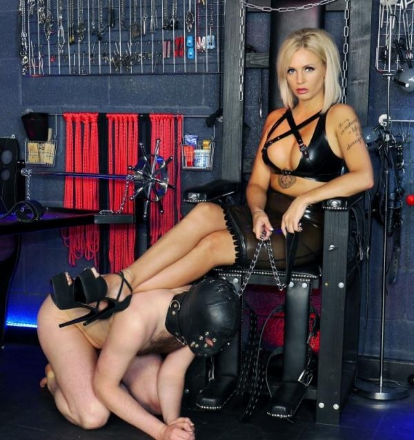 Mistress Sarah Jessica - Serving Sarah Jessica (English Mansion) [HD 720p]
