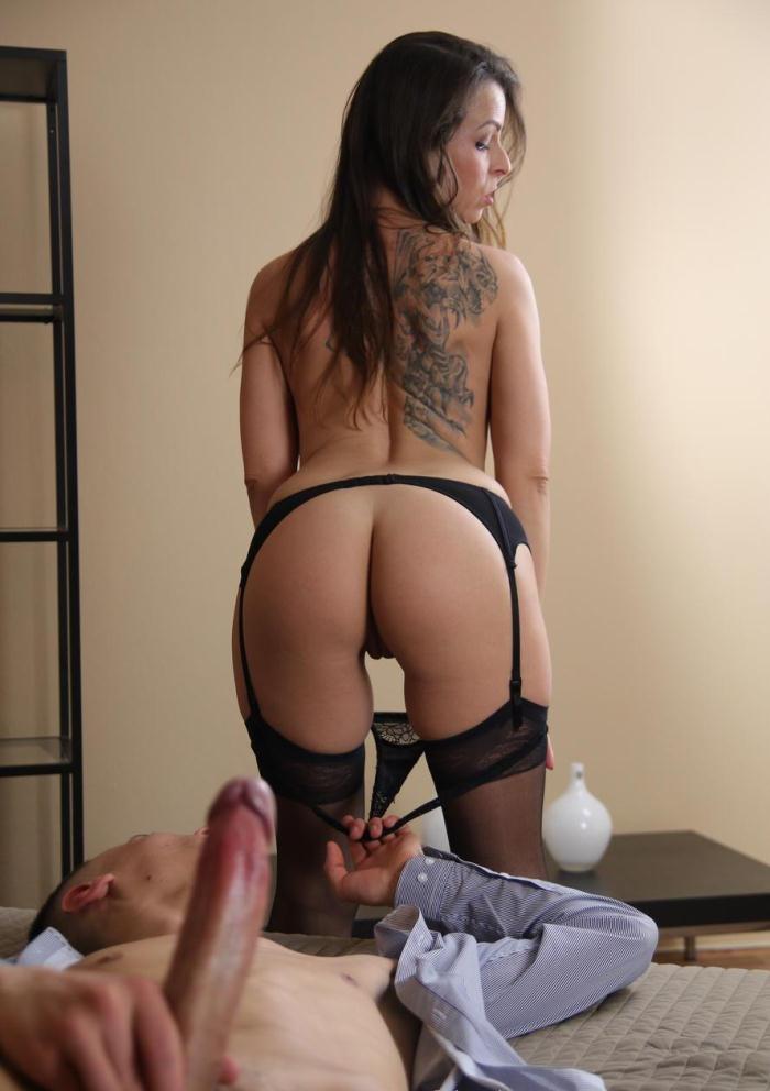 Caroline Ardolino - Creampie MILF brunette in stockings [FullHD 1080p]