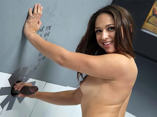 Sara Luvv - Glory hole / 20 Mar 2017 [DogfartNetwork, GloryHole / HD]