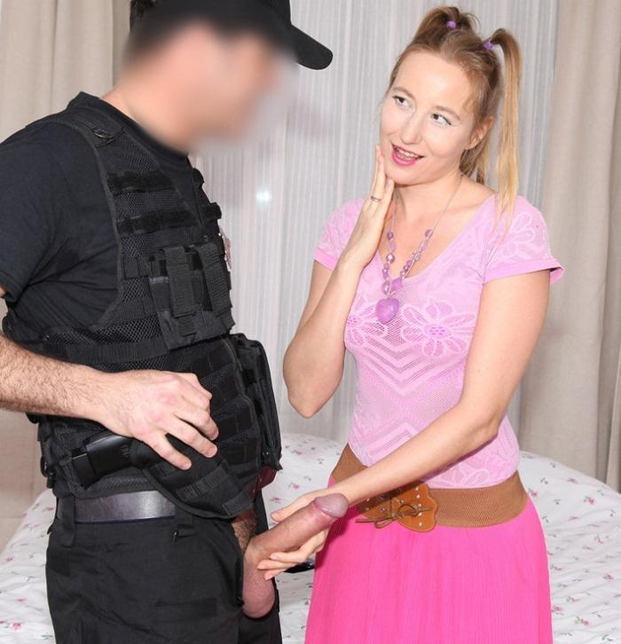 Kiki Cyrus - Cop Fucks Pigtailed Home Alone Lady  [HD 720p]