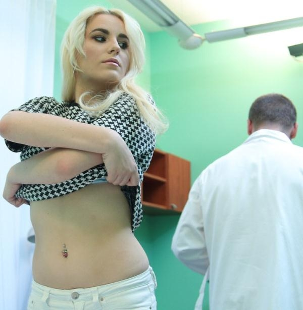 Lucy Shine - Shy patient squirting soaking pussy (FakeHospital) [HD 720p]